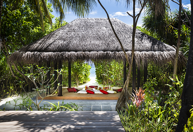 Anantara Kihavah Villas Maldives - Tree Bedroom Beach Pool Residence Outdoor Dining Sala