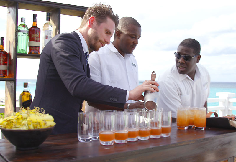 Ali-Reynolds-and-One-and-Only-Ocean-Club-making-the-Signature-Cocktail