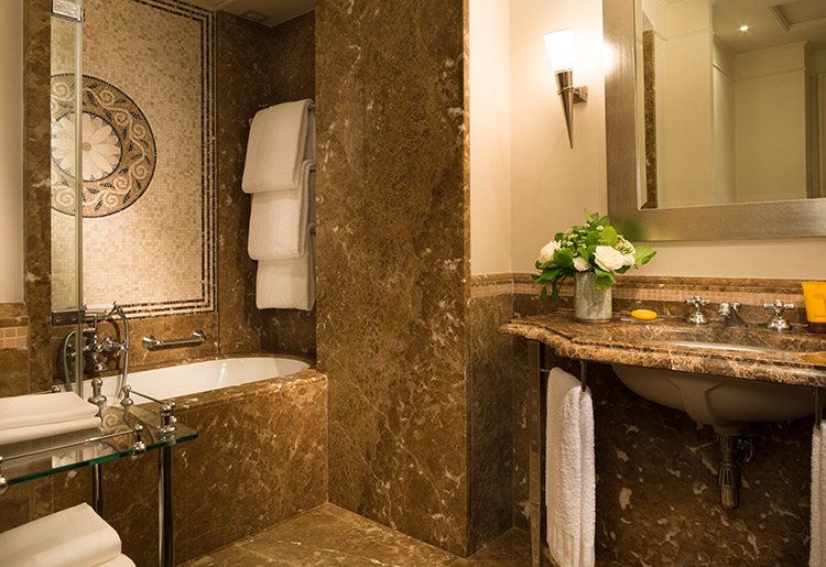 Hotel-Savoy-Florence-SUITE-ExecutiveSuite_bathroom_