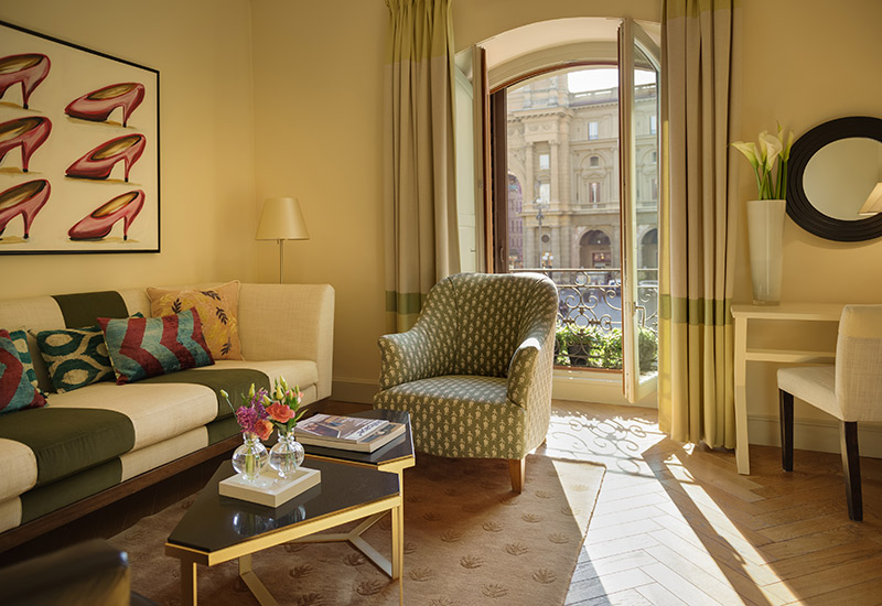 Hotel-Savoy-Florence-SUITE-ExecutiveSuite_livingroom-with-view