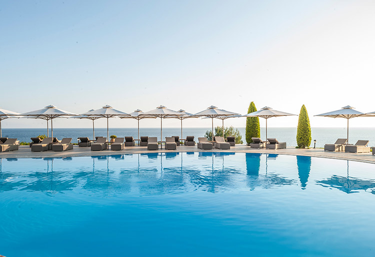 Deluxe-Collection-Pool-2--Ikos-Oceania