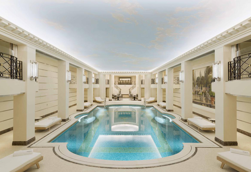 Le ritz paris r ouvre les portes du luxe la fran aise for Salon piscine paris