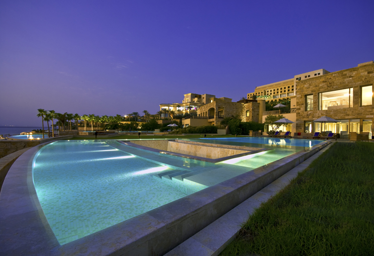 Outdoor Swimming Pool & Jacuzzi - Ishtar Royal Villa